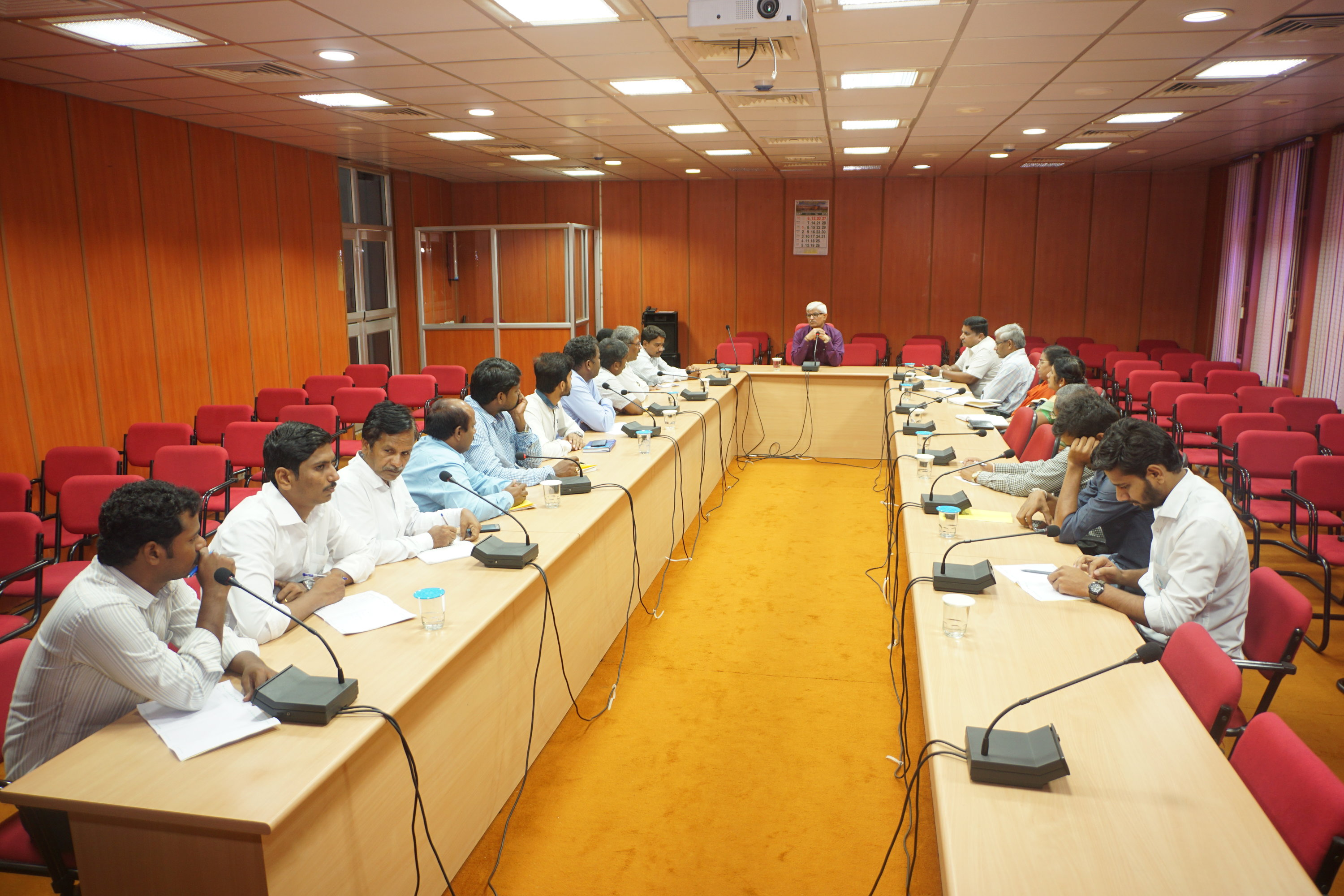 director_interacting_with_officials_jain_irrigation_systems_18_may_2018